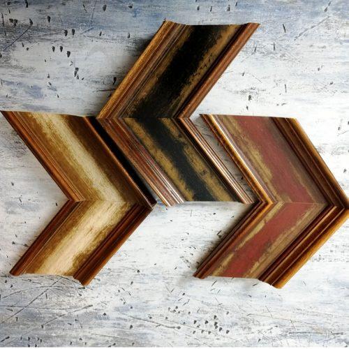 Rama do obrazu szeroka klasyczna drewniana. Nasze obrazy mają wykończone boki pod kolor tła dlatego nie jest wymagane oprawianie ich w ramy.